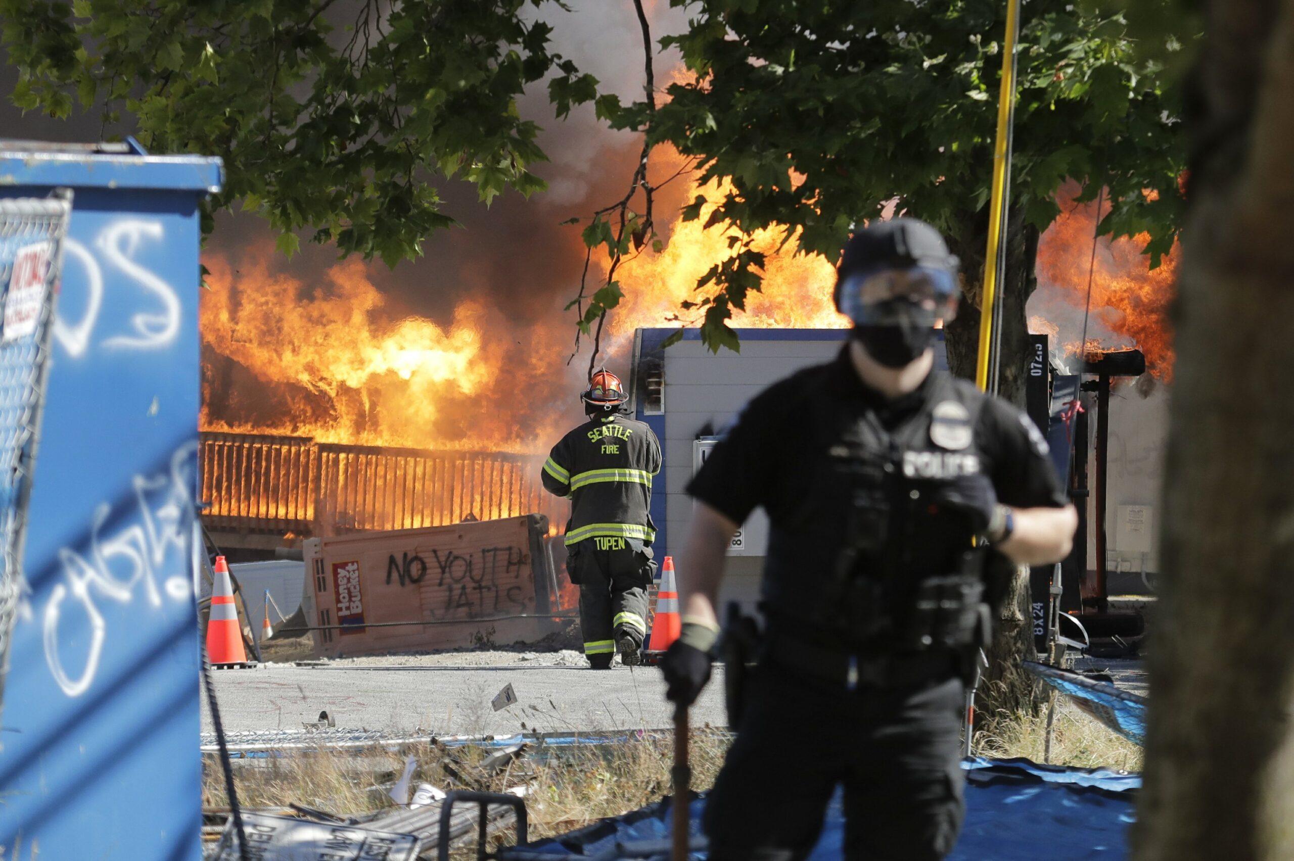 Police declare riot at Seattle protests, make arrests 2