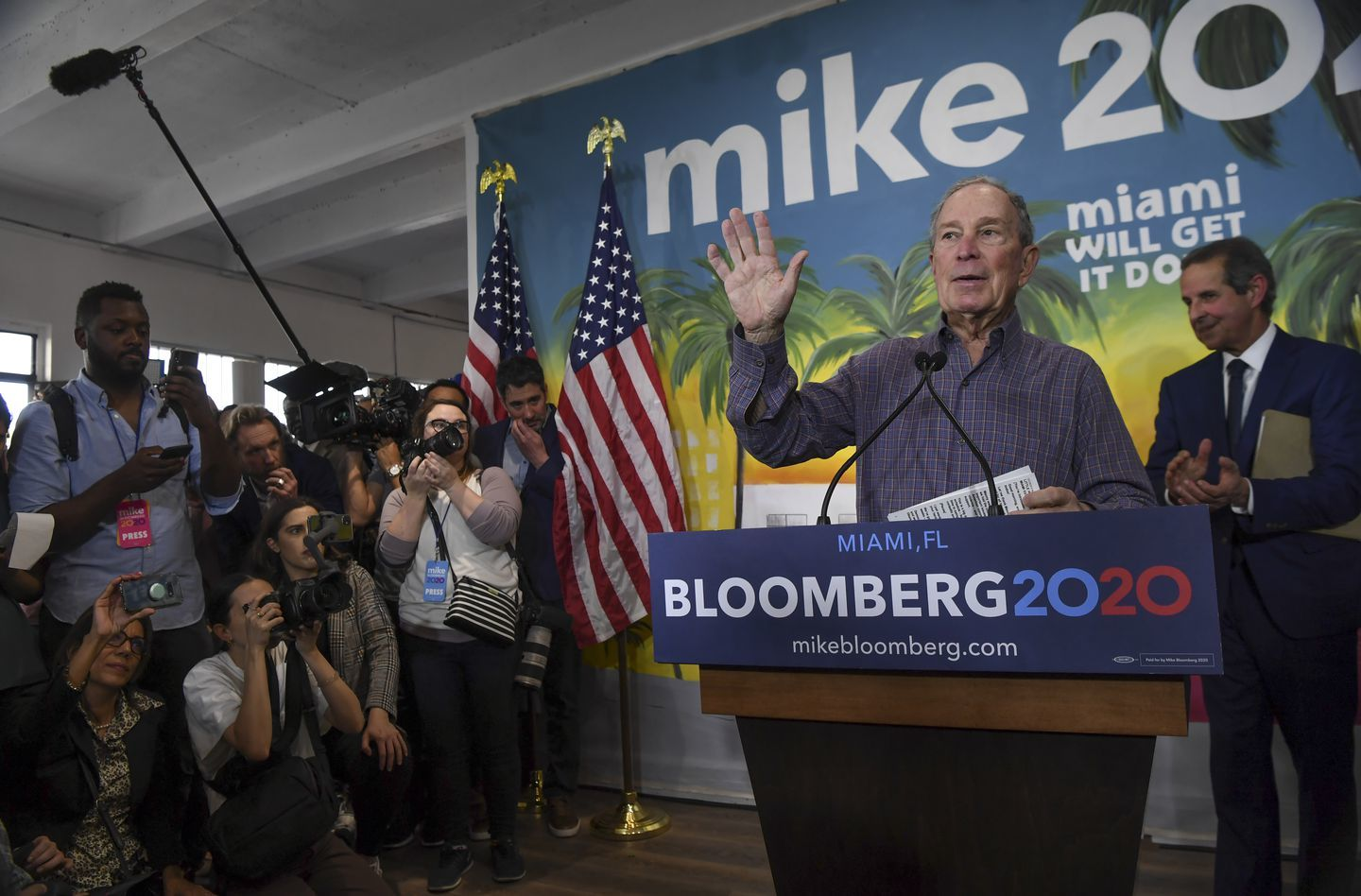 Mike Bloomberg is suspending his presidential campaign, says he's endorsing Biden 1